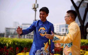 Lee Nguyễn đón Tết cùng áo dài truyền thống