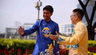 Lee Nguyễn đón Tết cùng chiếc áo dài truyền thống dưới phố