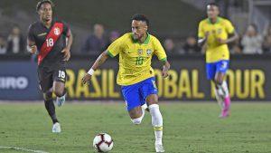 Neymar dần trở thành nhân vật lịch sử sau khi hạ bệ Ronaldo