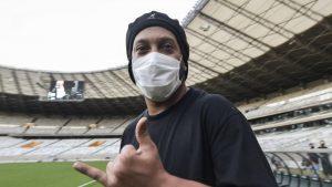 Ronaldinho - Tượng đài bóng đá một thời giờ đây hoàn cảnh thân tàn ma dại